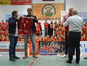 Entrega-Alcalde-y-Concejal-Rafa-pascual-y-Venancio-