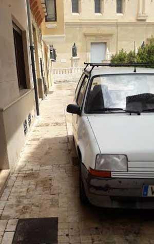 coche-mal-estacionado-la-seo-3